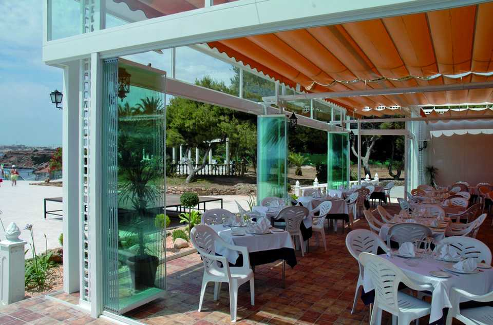 Http://seattlepatiocovers.com/images/retractable Glass Walls/retractable  Glass Walls For Restaurants/retractable Glass Walls Restaurants 0014