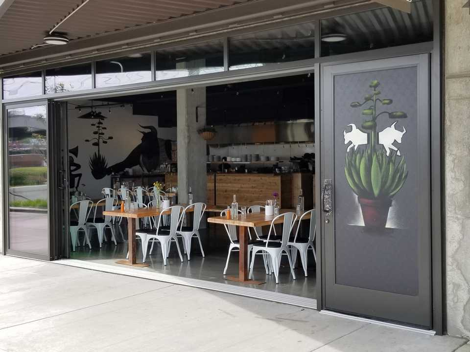 //seattlepatiocovers.com/images/staging-doors /opening-glass-walls-tacoma-restaurant/opening-glass-doors-tacoma-restaurant -05.jpg & Glass Opening Doors - Residential and Commercial